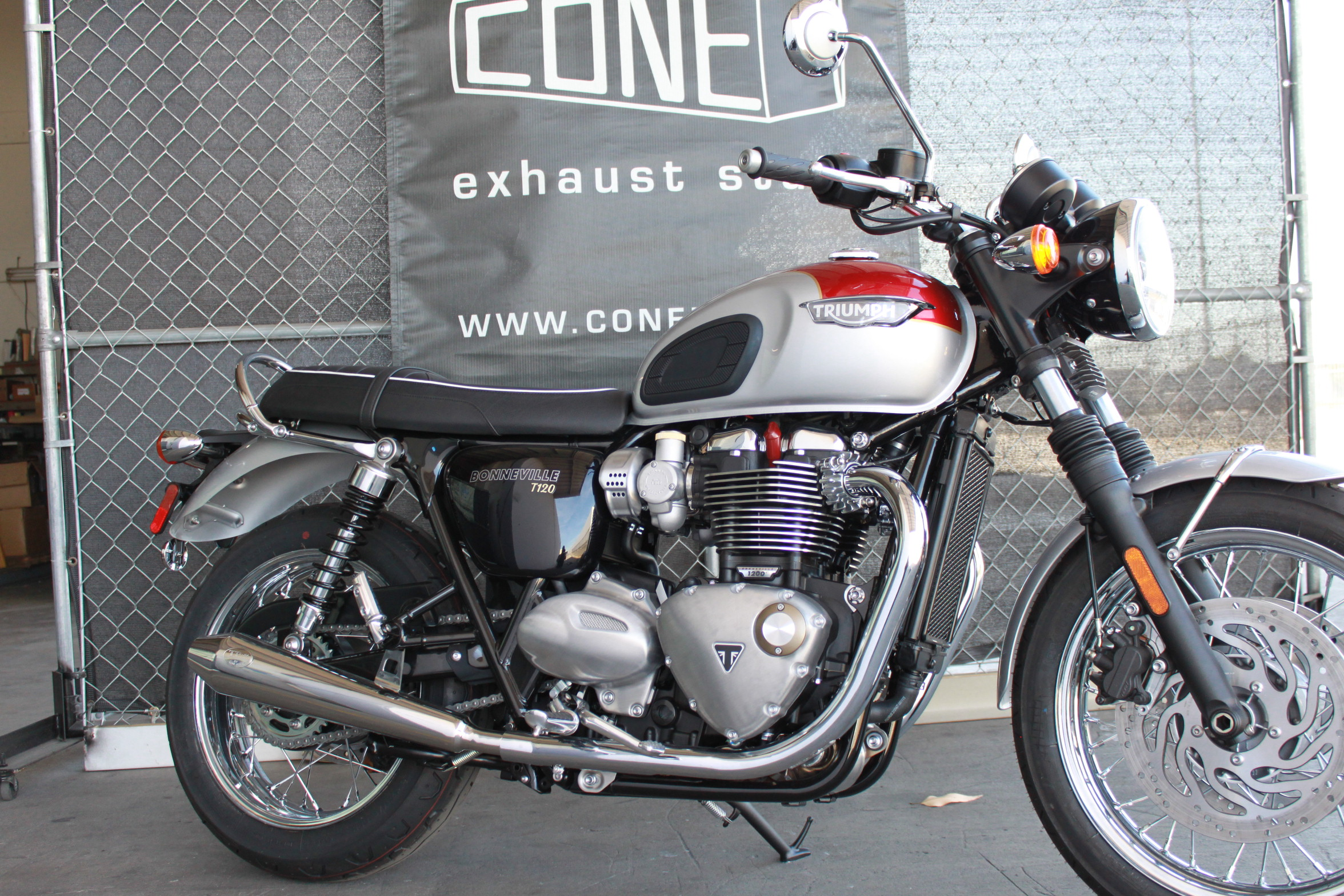 Cone Engineering Dominator Mufflers For Triumph Water Cooled Twins
